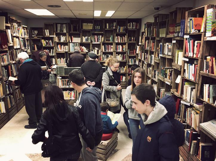 Una antiga sucursal bancària convertida en llibreria de vell